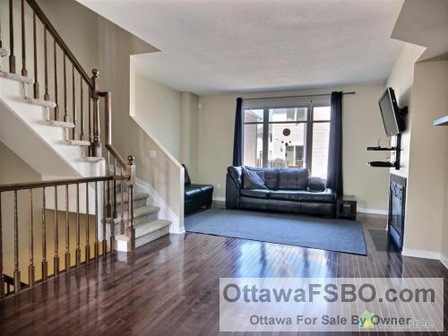 Bells Corners 3-storey townhome backing onto NCC